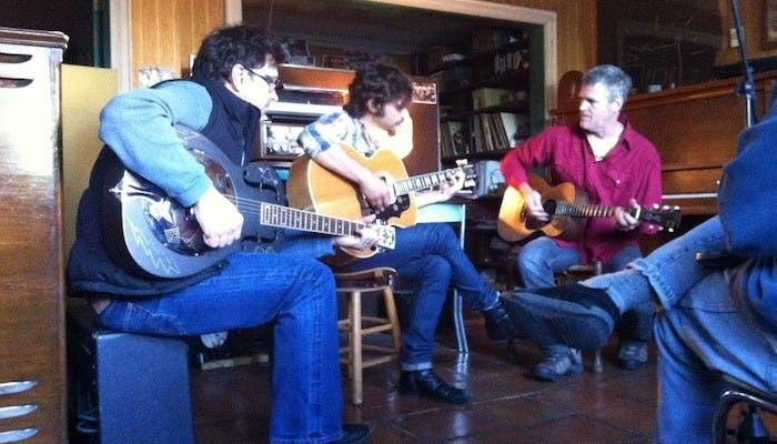 Quique González calentando motores en Alex The Great Studios, Nashville