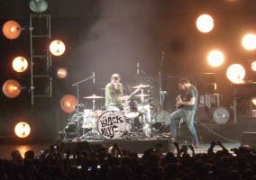 The Black Keys durante una actuación en vivo