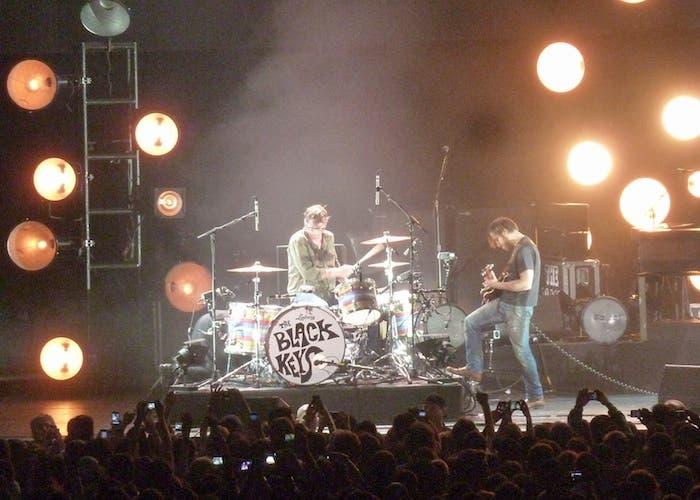 The Black Keys durante una actuación en vivo