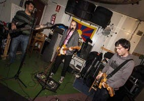 Capucha toca en Costello el viernes 7 de diciembre de 2012