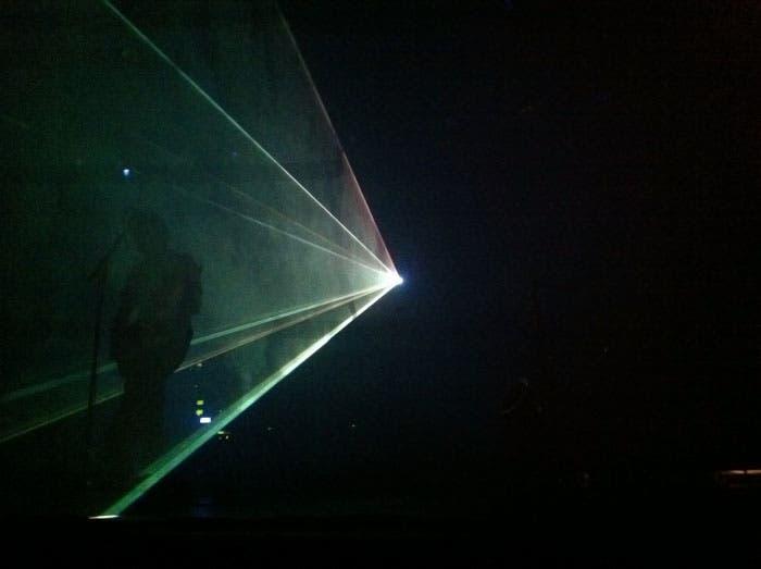 Puesta en escena de Pink Tones imitando el concierto Pulse