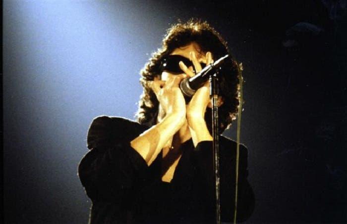 Imagen de Ramoncín en un directo de los años 80