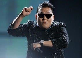 Imagen de PSY bailando Gagnam Style