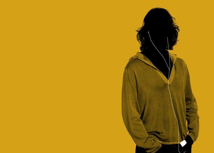 chico_escuchando_musica
