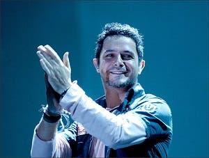 El cantante hace una colaboración con Emeli Sandé